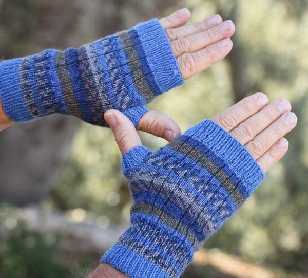 Kellie fingerless mitts, free pattern