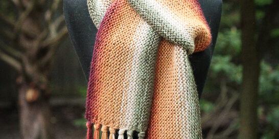 Shading reversible scarf